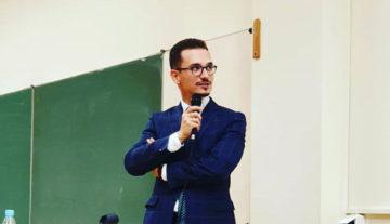 adwokat Jakub Urban w trakcie wykładu na uniwersytecie rzeszowskim w Rzeszowie dotyczącym zawierania i opiniowania umowy leasingu