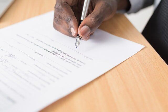 wypowiedzenie umowy opracę, specjalista odumów prawnik zRzeszowa adwokat radca prawny umowa analiza podpisanie umów notariusz