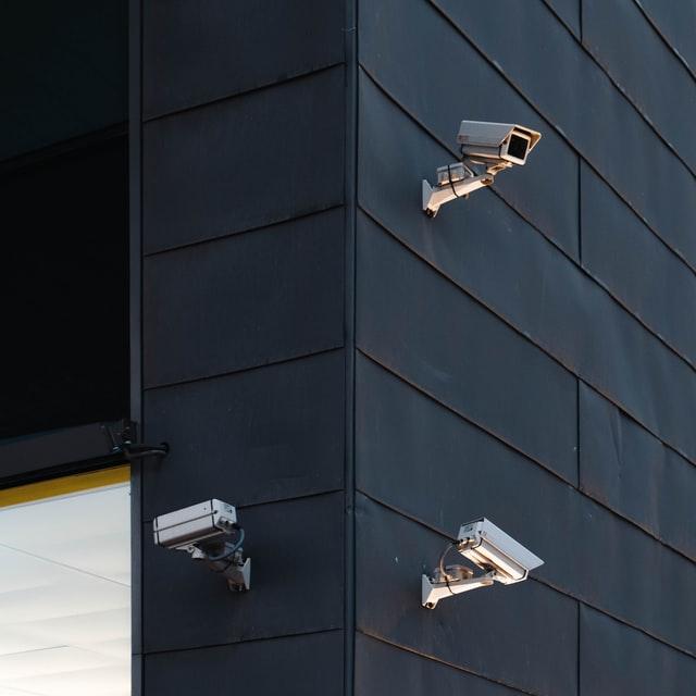 monitorowanie niepożądanych zachowań obserwacja internetowa analiza sprawdzanie danych kamera