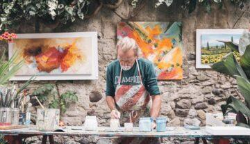 artysta wykonuje prace w zakresie umowy o dzieło realizacja projektu malarz sztuka
