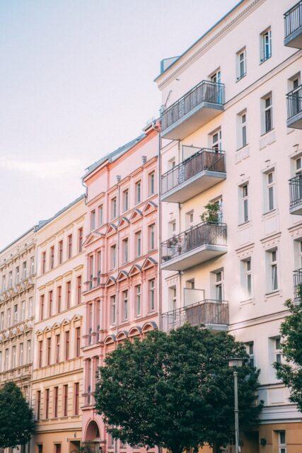 budynek kamienica blok wmieście lokale użytkowe kancelarie prawne iadwokackie centrum miasta odnowione budynki