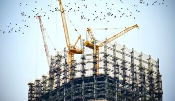 budynek budowany przez dewelopera opłacany z rachunek powierniczy zgodnie z prawem prace budowlane na wysokościach ryzyko