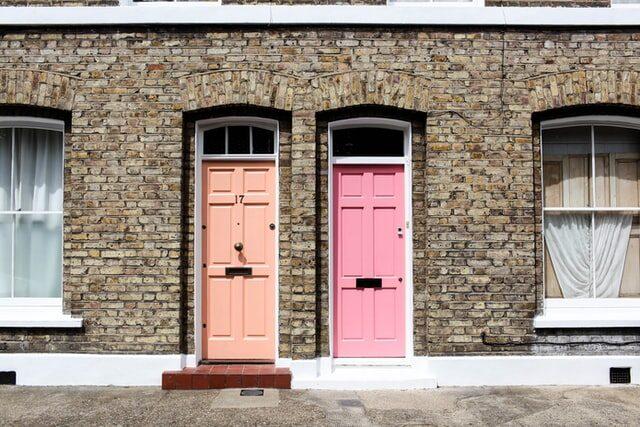 budynek drzwi wejście dokancelarii prawnika odumów mieszkanie dom kolorowe drzwi okna uroczo sympatycznie miło